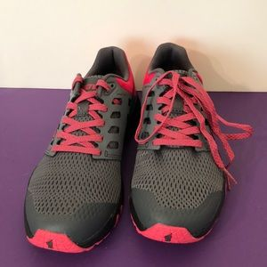 Inov sz 8 Black gray  pink athletic shoe Like new